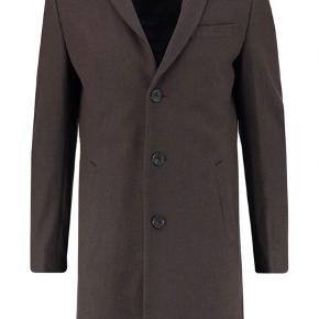 Sælger denne lækre frakke fra det populære danske modemærke Minimum. Den er aldrig brugt og hænger med prismærke på.  Den kostede 1700.-   BYD!