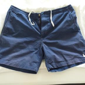 Blå chino shorts i str. XL. Med elastik i livet og snøre indvendig.
