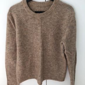 Model: Wippi Farve: brun melange Helt fantastisk strik i den varmeste farve.
