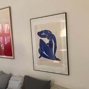Det klassiske motiv fra Matisse sælges i stort format i en tynd sort ramme. Sælges kun indrammet. Målene er 70*100 cm.  Kan afhentes på Frederiksberg, ellers betaler køber for fragt.