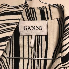Fin skjorte fra Ganni i str.s. Kom med et bud :-)