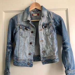 Sejeste jeans jakke. Velholdt
