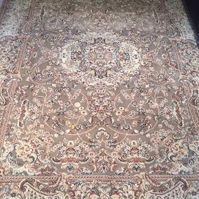 2 x tyrkiske tæpper i det lækreste stof. Som nye, fejler intet. Mål står på billedet. 350 kr. pr. stk.