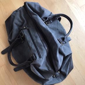 Super fin weekend taske med god plads i