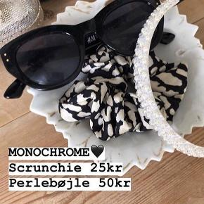 MONOCHROME 🖤 Srunchie 25kr Perlebøjle KUN 50kr [klemmer ikke] PASSER BÅDE STORE OG SMÅ 👶🏼👧🏾👱🏻‍♀️👵🏼😍 Porto fra kun 20kr 💌 SKRIV👉 en PB eller herunder, hvis du er interesseret.. 😍 GO SPREAD SOME LOVE ❤️🚀 #haircandy 🦋 #hairfashion #hairclaw  #30dayssellout #hair #hairpieces #hårklemmer #dulleloves #hårspænder #hairclip #scrunchie  #hairbuns #accessories #hårklemmer #hårclips #hårspænder #hår #hårpynt  #hårbøjle  #hårbøjlemedknude