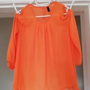 Fine bluser. Den grå er ny, aldrig brugt. Og den orange er brugt få gange. Byd gerne 😊 (jeg sender også gerne flere billeder) - prisen er pr. Stk