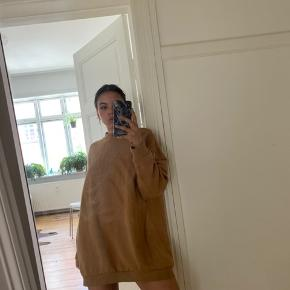 Sweatshirt kjole i flot farve