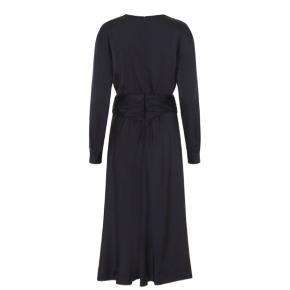 Meget flot kjole fra custommade i silke. Aldrig brugt. Ny pris : 1600 kr.   #30dayssellout