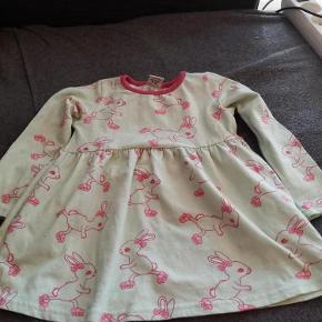Aldrig brugt kun vasket Handler helst mobilpay ellers betaler køber gebyr  kjole Farve: se billed Oprindelig købspris: 300 kr.