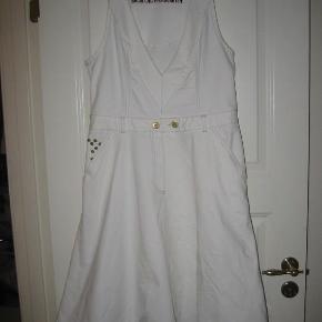 sød denim kjole  Sød denim kjole Farve: Hvid denim