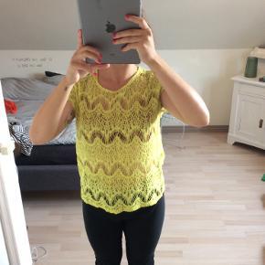 Smuk gul gennemsigtig trøje