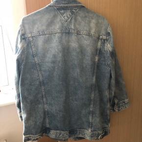 Tommy Hilfiger Denim jakke  Str: L Np: 1300 kr Mp: 350 kr  Fejler ingenting