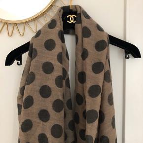 Fineste polka tørklæde fra Whiite sælges!