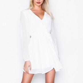 26613147f4dc Flot hvid kjole fra NLY TREND i str 40 Hvis den skal sendes