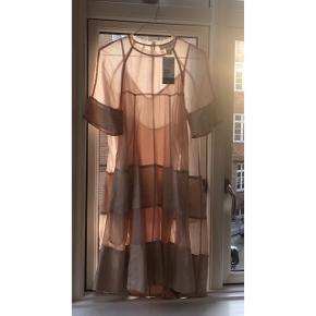 Den fineste (!!) kjole fra en af H&Ms tidligere conscious exclusive kollektioner - underkjole medfølger.