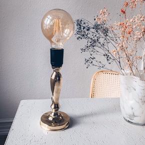 Fed messing lampe 🌟  Sælges uden pære eller tilkøbes for 80kr   Sender gerne 💌