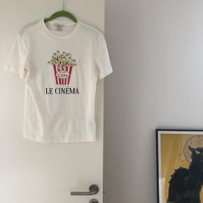 Super fin t-shirt fra H&M trend str. 34. Brugt en enkelt gang. Nypris 250 kr. Bytter ikke.