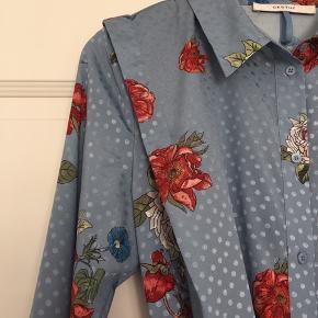 Smuk skjortekjole fra Gestuz.  Brugt en enkelt gang.  Style: Natacha long shirt
