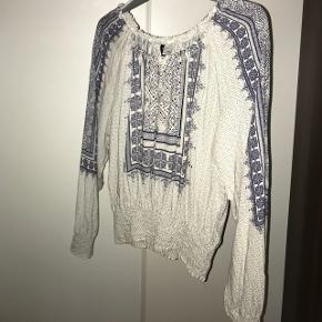 Sælger denne her søde trøje fra h&m. Købt for 180 kr. Brugt 3 gange. Byd gerne