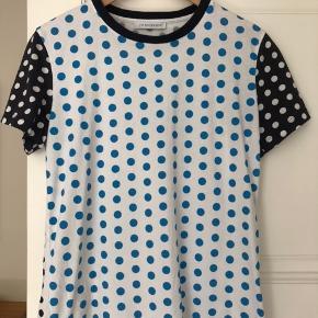 Jw Andersen T-shirt. Oversize i str. Nypris 1500kr. God stand.
