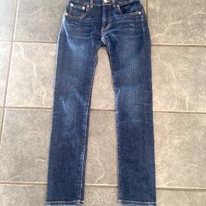Lækre Jeans 510 Skinny. Kan spændes ind i taljen. Vasket 4-5 gange.