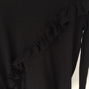 Virkelig fin og blød bluse fra Topshop Petite. Sælges da jeg desværre ikke får den brugt! Fejler intet🌟