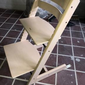 Trip Trap højstol i whitwash fra 2012. Stolen sælges uden bøjle. Men med et originalt Stokke hyndesæt.