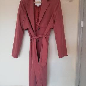 Soft trench coat great fit to size, amazing colour