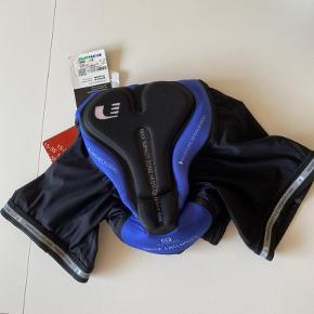 """Sælger dette par """"Newline Bike 8 panel shorts"""" i sort med indlæg 🚲   De er sprit nye   Mindstepris. 200,-"""