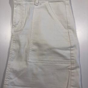 Hvid denim nederdel.  A-facon.  Kom med bud
