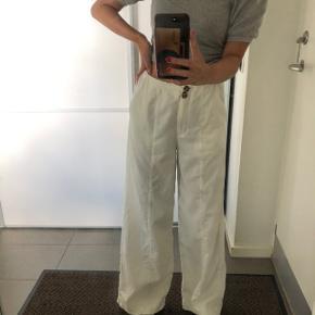#Secondchancesummer Hvide fløjls-agtige bukser fra asos Str: xs