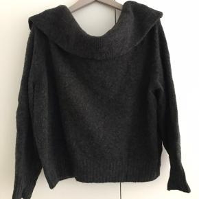 Sælger denne fine off-shoulder strik fra H&M