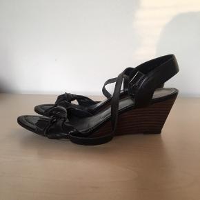 Fede wedges fra Billi Bi. Sandalerne er brugt meget lidt. De er i skind og rigtig fine.  Søgeord: kilehæl sandal  #30dayssellout
