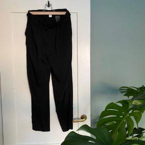 Flotte bukser fra H&M. De sidder rigtig flot, men jeg kan desværre ikke passe dem mere.   #30dayssellout