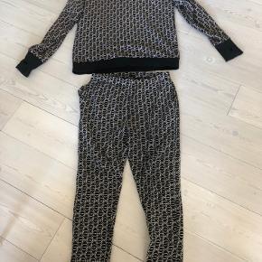 Asger Juel Larsen tøj