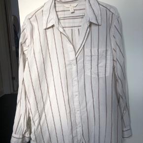Skjorte fra H&M aldrig brugt   Bytter ikke og køber betaler fragt
