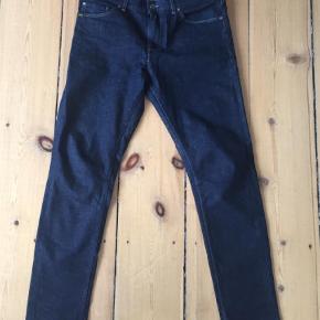 """Varetype: Jeans Størrelse: 32/32"""" Farve: Blå Oprindelig købspris: 1200 kr.  Flotte mørkeblå jeans i modellen Evolve.  Brugt 1 gang og fremstår som nye."""