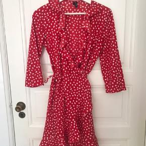 Vero Moda Polka Dot Wrap Dress.  Size S although I normally wear M and it fitted well.  I used it twice.