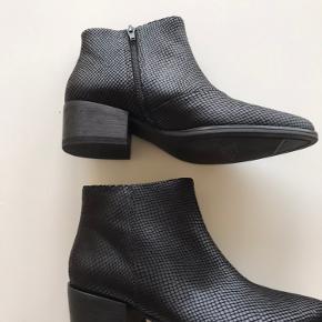 Støvler i skind/læder fra Vagabond, str 39. Aldrig brugt