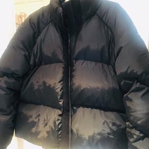 Str xs brugt lidt sidste vinter sælger den pga af ny vinter jakke 😌 kan hentes på Nørrebro eller sendes.