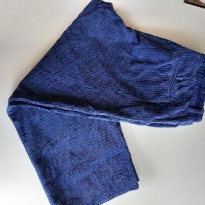 Brugt 1 gang  og vasket ved 30 g. Helt fine og ligesom nye. Skøn buks.