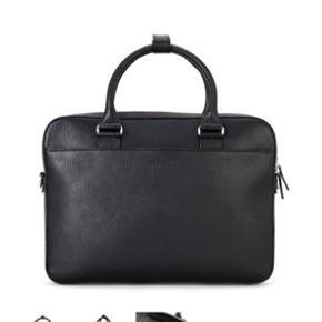 Jeg har vundet denne lækre computer taske - den er helt ny og aldrig pakket ud - prisen er 2500 kr. Jeg overvejer at sælge den alt efter hvad jeg kan få for den.