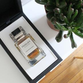 """Eau de parfum, Ny""""CUIR IMPERTINENT"""" 80ml, Thierry Mugler Les Exceptions  Fantastisk nicheduft med noter af amber, læder, tobak og anis . En drøm af en duft. 80ml i original æske, kun brugt meget lidt, 78-79ml fuld, i perfekt stand. Købspris 1295kr"""