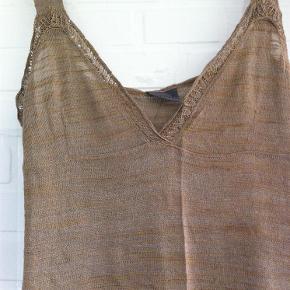 Brand: Bruuns Bazaar Varetype: Kjole Størrelse: 3 medium Farve: Se billede  Lækker kjole. 60% viskose - 40% akryl  Bytter ikke.