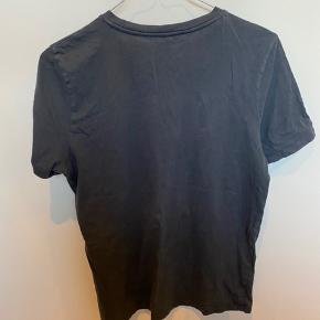 """Mørkeblå t-shirt med citatet """"dump him"""" Skriv privat for flere billeder og detaljer. Prisen kan forhandles. 3 for 2 på hele min profil."""