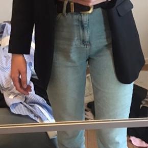 Vil gerne sælge disse fede mom jeans. Købte dem for lidt over en måned siden, men har tabt mig meget, og derfor er de dsv for små. Derfor vil jeg gerne sælge dem! 😁 Np var 500 - og de fejler intet