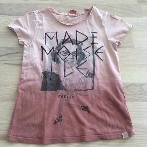 Brand: Scotch r´belle Varetype: T-shirt pige Farve: Nude Oprindelig købspris: 300 kr. Prisen angivet er inklusiv forsendelse.  Via mobilepay og DAO. Se også mine andre annoncer i samme str :o)