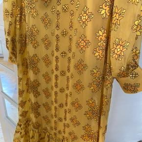 Den smuuukkeste kjole fra Second Female - har aldrig haft den på - det er en skam - den skal gåes med.
