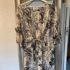 Smuk kjole, inkl underkjole