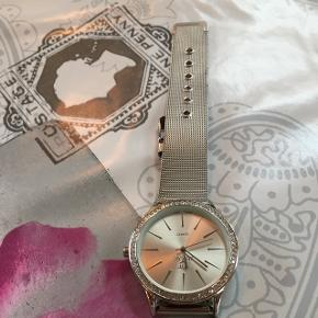Fin Bellos ur der skal ny batteri i det er så fin med sølv rem